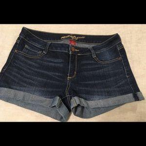 Junior's  size 11 cuffed denim shorts